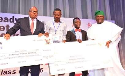 Sarunmi Oluwafemi and Dada Samuel receiving their prize in 2016. (Inside Mainland)